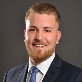 Yannik Mettal Finanzberater Tornesch